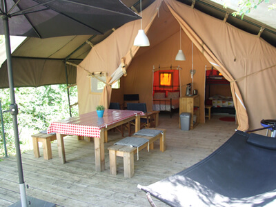 Safaritent huren op familiec&ing & Fully equipped safaritent in southern France at small family campsite