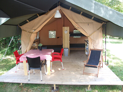 Safaritent op kleinschalige c&ing & Fully equipped safaritent in southern France at small family campsite